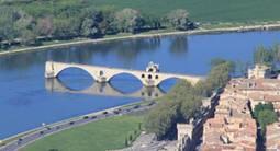Baptême en hélicoptère - survol du Pont d'Avignon et de la Cité des Papes