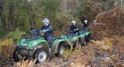 Randonnée en quad dans des chemins forestiers près de Blois