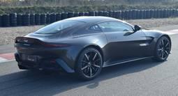 Stage de Pilotage sur Route en Aston Martin V8 Vantage près de Nantes
